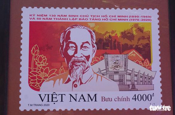Phát hành bộ tem đặc biệt kỷ niệm 130 năm ngày sinh Bác Hồ - Ảnh 2.
