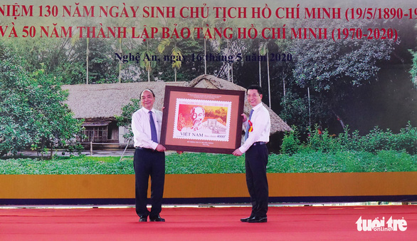 Phát hành bộ tem đặc biệt kỷ niệm 130 năm ngày sinh Bác Hồ - Ảnh 1.
