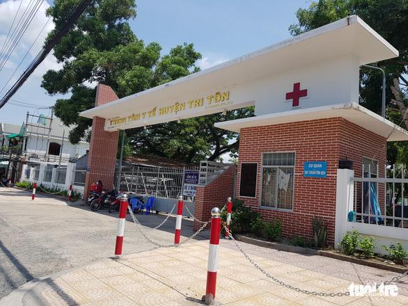 Xông vô bệnh viện giải vây bị can rồi quay clip tung tin công an đánh người - Ảnh 1.