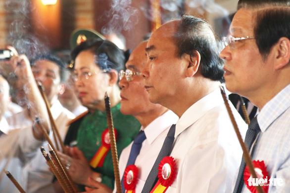 Thủ tướng dự lễ khánh thành đền thờ gia tiên Chủ tịch Hồ Chí Minh - Ảnh 2.