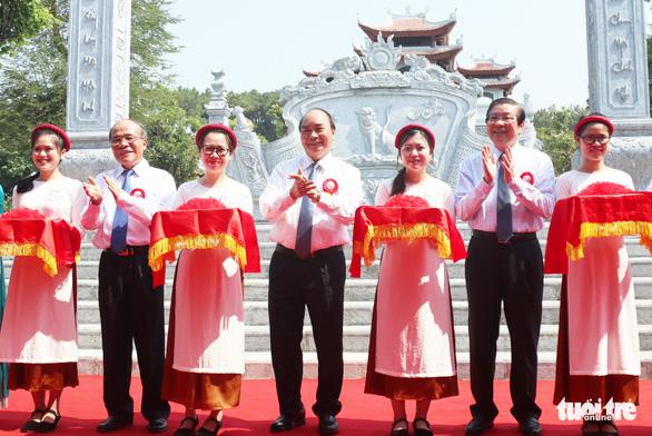 Thủ tướng dự lễ khánh thành đền thờ gia tiên Chủ tịch Hồ Chí Minh - Ảnh 1.