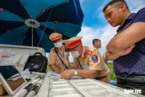 Ngày đầu kiểm tra không cần lỗi ban đầu, CSGT phạt gần 9.000 tài xế - Ảnh 1.