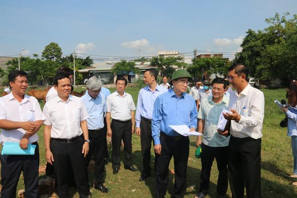 Bí thư Thành ủy: Huyện Bình Chánh có muốn chấm dứt xây không phép hay muốn sống chung với nó? - Ảnh 1.