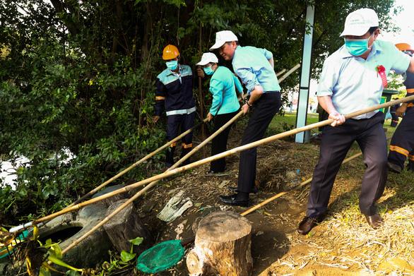 Lãnh đạo TP.HCM trồng cây, phát động Tết trồng cây đời đời nhớ ơn Bác Hồ - Ảnh 5.