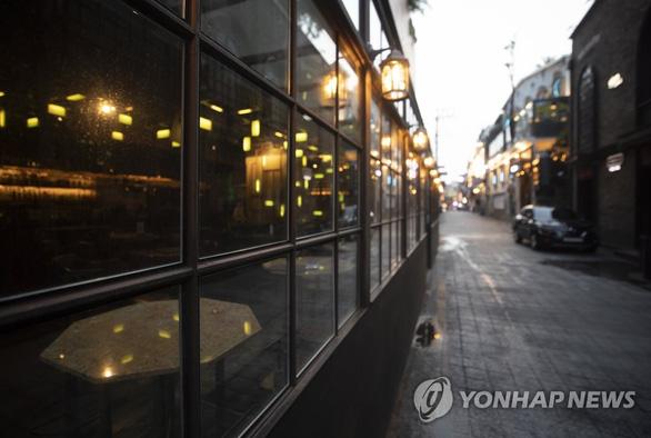 Hai người Việt ở Hàn Quốc nhiễm virus corona liên quan quán bar ở Itaewon - Ảnh 1.