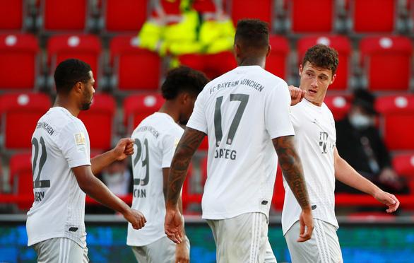 Lewandowski 'nổ súng', Bayern Munich chiến thắng ngày Bundesliga trở lại - Ảnh 3.
