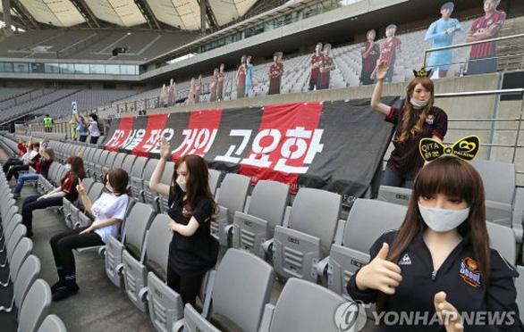 Chùm ảnh K-League sử dụng Búp bê bơm hơi để khán đài không...quá lạnh  - Ảnh 7.