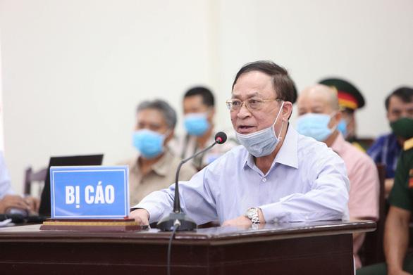 Cựu thứ trưởng Bộ Quốc phòng Nguyễn Văn Hiến và Đinh Ngọc Hệ (Út trọc) cùng ra tòa - Ảnh 1.