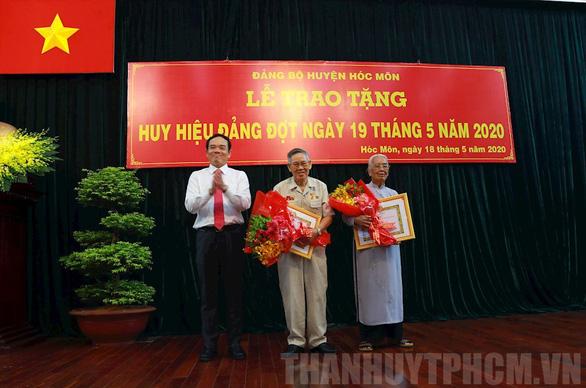 Trao huy hiệu 85 năm tuổi Đảng cho phu nhân cố Tổng bí thư Nguyễn Văn Linh - Ảnh 3.
