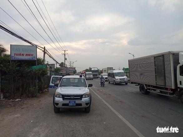 Truy tìm xe khách cán chết người rồi bỏ trốn ở Tiền Giang - Ảnh 1.