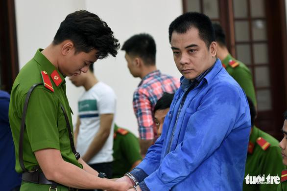 Giang 36 và Nguyễn Tấn Lương nhận 4 năm tù vụ 'giang hồ' vây xe chở công an - Ảnh 1.