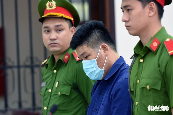Giang 36 và Nguyễn Tấn Lương nhận 4 năm tù vụ 'giang hồ' vây xe chở công an - Ảnh 3.