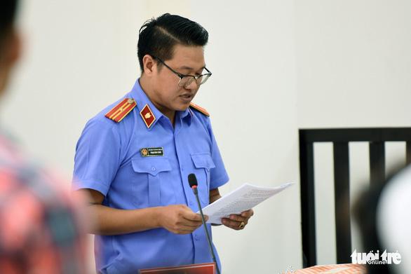 Giang 36 và Nguyễn Tấn Lương nhận 4 năm tù vụ 'giang hồ' vây xe chở công an - Ảnh 4.