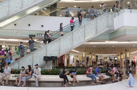 Hậu COVID-19 ở Thái Lan: Khách phải đăng nhập ứng dụng giám sát trước khi vào mua sắm - Ảnh 1.