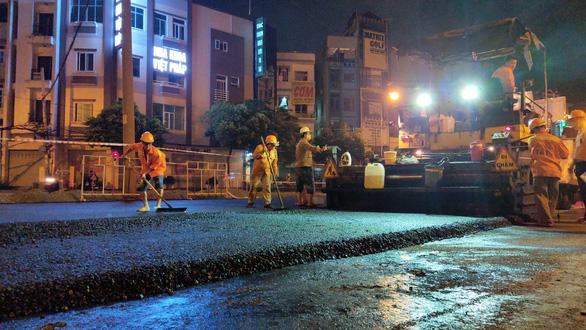 Gấp rút sửa chữa, nâng cấp tuyến đường ngập nước Nguyễn Hữu Cảnh - Ảnh 1.