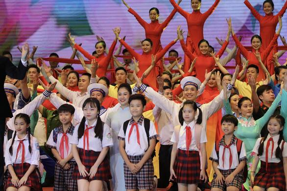 Kỷ niệm 130 năm ngày sinh Chủ tịch Hồ Chí Minh: Trong bầu trời không gì quý bằng nhân dân - Ảnh 2.