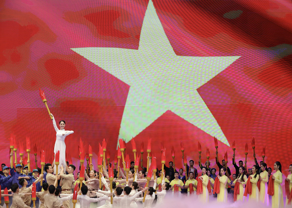 Kỷ niệm 130 năm ngày sinh Chủ tịch Hồ Chí Minh: Trong bầu trời không gì quý bằng nhân dân - Ảnh 3.