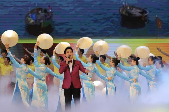 Kỷ niệm 130 năm ngày sinh Chủ tịch Hồ Chí Minh: Trong bầu trời không gì quý bằng nhân dân - Ảnh 4.