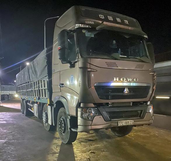 Bắt đoàn xe tải chở cát vượt tải trọng 200% tại Long Khánh - Ảnh 1.