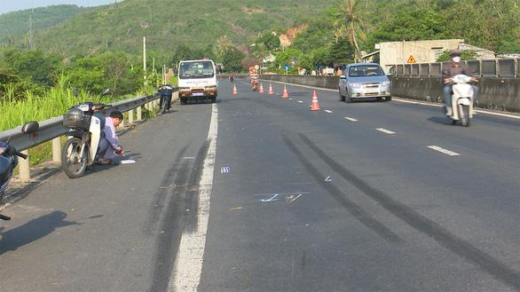 Truy tìm xe rời khỏi hiện trường sau vụ tai nạn chết người - Ảnh 2.