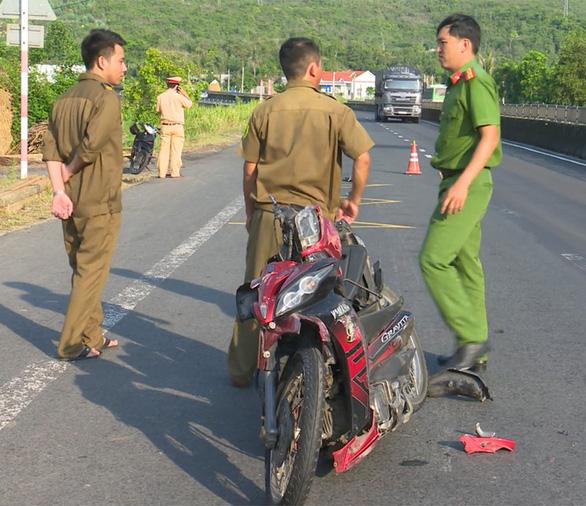 Truy tìm xe rời khỏi hiện trường sau vụ tai nạn chết người - Ảnh 1.