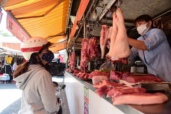 Vì sao giá thịt heo không chịu giảm? - Ảnh 6.