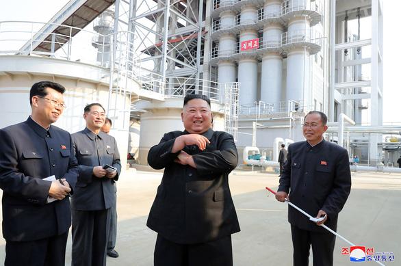 KCNA đưa tin ông Kim Jong Un xuất hiện trở lại, người dân hò reo như sấm dậy - Ảnh 1.