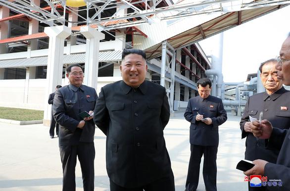 Hình ảnh ông Kim Jong Un xuất hiện trở lại sau những đồn đoán sức khỏe - Ảnh 4.