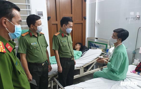 Đề xuất khen thưởng 5 cá nhân, 1 tập thể tham gia chữa cháy ở KCX Tân Thuận - Ảnh 2.
