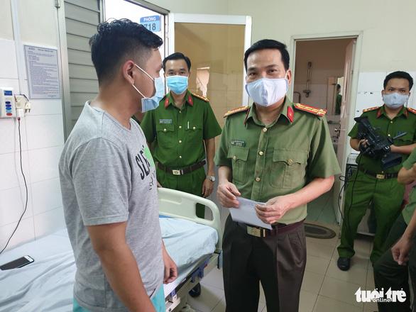 Đề xuất khen thưởng 5 cá nhân, 1 tập thể tham gia chữa cháy ở KCX Tân Thuận - Ảnh 3.