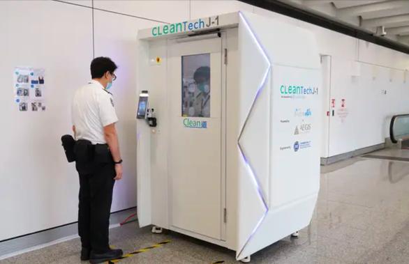 Sân bay Hong Kong dùng buồng khử trùng toàn thân cho khách trong 40 giây - Ảnh 2.