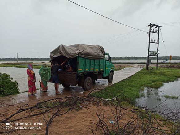 Dịch COVID-19 chưa qua, Ấn Độ, Bangladesh phải sơ tán hàng triệu dân vì siêu bão - Ảnh 4.
