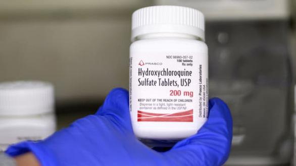 Quản lý dược Mỹ mở hé cửa cho thuốc trị sốt rét sau tuyên bố của ông Trump - Ảnh 1.