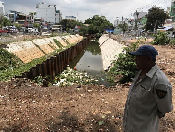 Nhiều hộ dân không chịu giao mặt bằng khơi thông kênh Hàng Bàng - Ảnh 1.