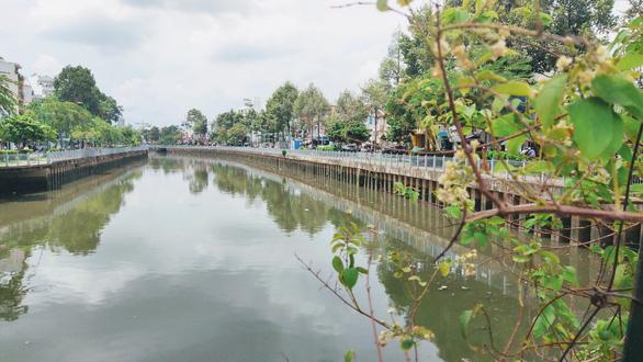 Nạo vét 40.000m3 bùn, kênh Nhiêu Lộc - Thị Nghè bắt đầu trong xanh - Ảnh 2.
