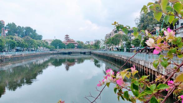 Nạo vét 40.000m3 bùn, kênh Nhiêu Lộc - Thị Nghè bắt đầu trong xanh - Ảnh 1.