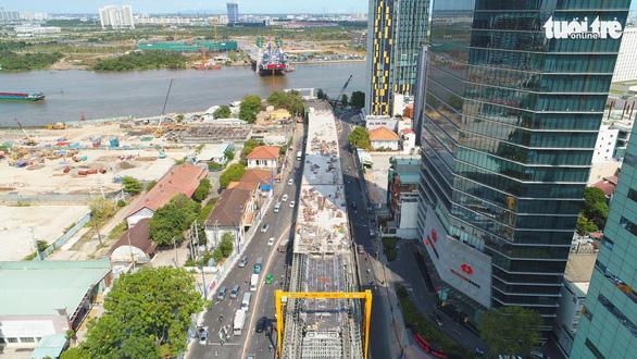 Lắp những dây văng đầu tiên trên cầu Thủ Thiêm 2 - Ảnh 7.