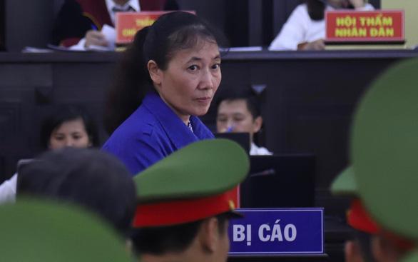 Sáng nay 21-5, 12 bị cáo trong vụ gian lận điểm thi ở Sơn La hầu tòa - Ảnh 3.