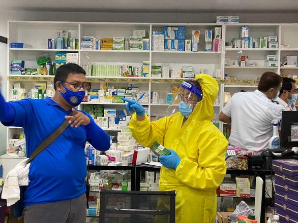 Philippines triệt phá phòng khám chui Trung Quốc trị COVID-19 - Ảnh 1.