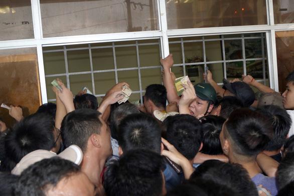 Sân Thiên Trường mở cửa cho 10.000 khán giả đến xem trận Nam Định - Hoàng Anh Gia Lai - Ảnh 1.