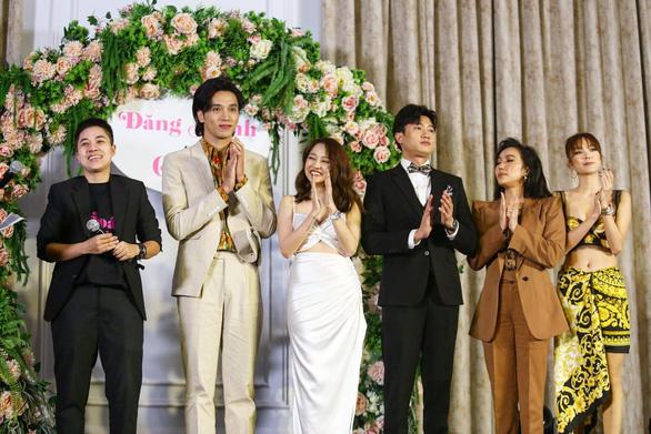 Đạo diễn triệu view Đinh Hà Uyên Thư và Bảo Anh làm phim Thoát ế - Ảnh 2.