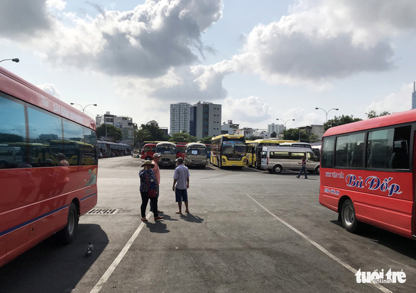 Đề xuất giảm phí bảo trì đường bộ 3-4 tháng cho xe khách, xe tải - Ảnh 1.