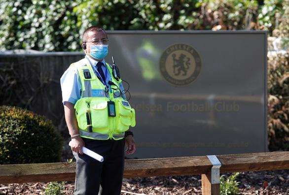 300 vụ ho, khạc nhổ, tấn công cảnh sát, nhân viên y tế Anh trong dịch COVID-19 - Ảnh 1.