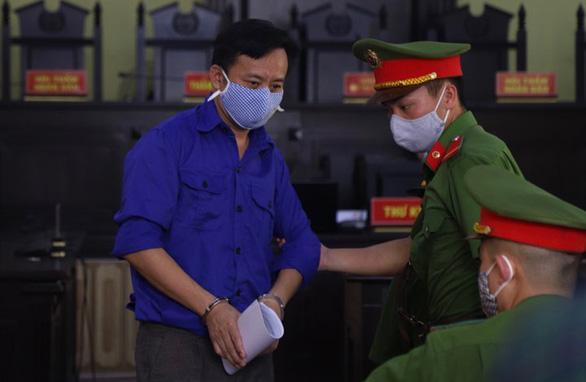 Sáng nay 21-5, 12 bị cáo trong vụ gian lận điểm thi ở Sơn La hầu tòa - Ảnh 1.