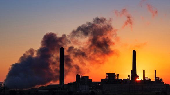 Lượng CO2 thấp nhất trong 14 năm qua 'nhờ' COVID-19 - Ảnh 1.