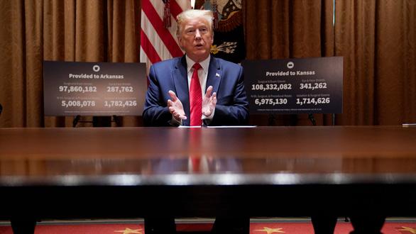 WHO khuyến cáo không dùng thuốc sốt rét, ông Trump nói 2 ngày nữa sẽ ngừng uống - Ảnh 1.