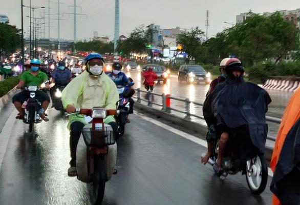 Nam Bộ vào mùa mưa, tại sao thời tiết còn oi bức? - Ảnh 1.