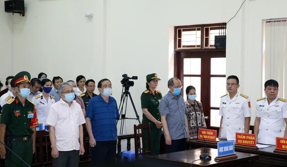 Cựu thứ trưởng Bộ Quốc phòng Nguyễn Văn Hiến lãnh 4 năm tù, Út trọc 20 năm tù - Ảnh 2.