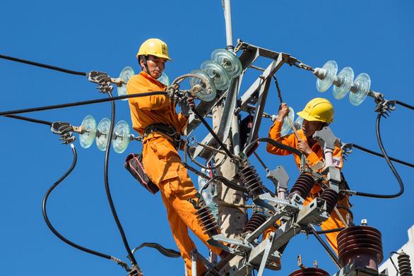 Đình chỉ công tác phó giám đốc Điện lực Quảng Bình và giám đốc Điện lực Đồng Hới - Ảnh 1.