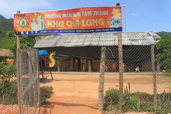 Dựng lều che khu vui chơi tránh nắng cho trẻ ở vùng cao Thanh Hóa - Ảnh 5.